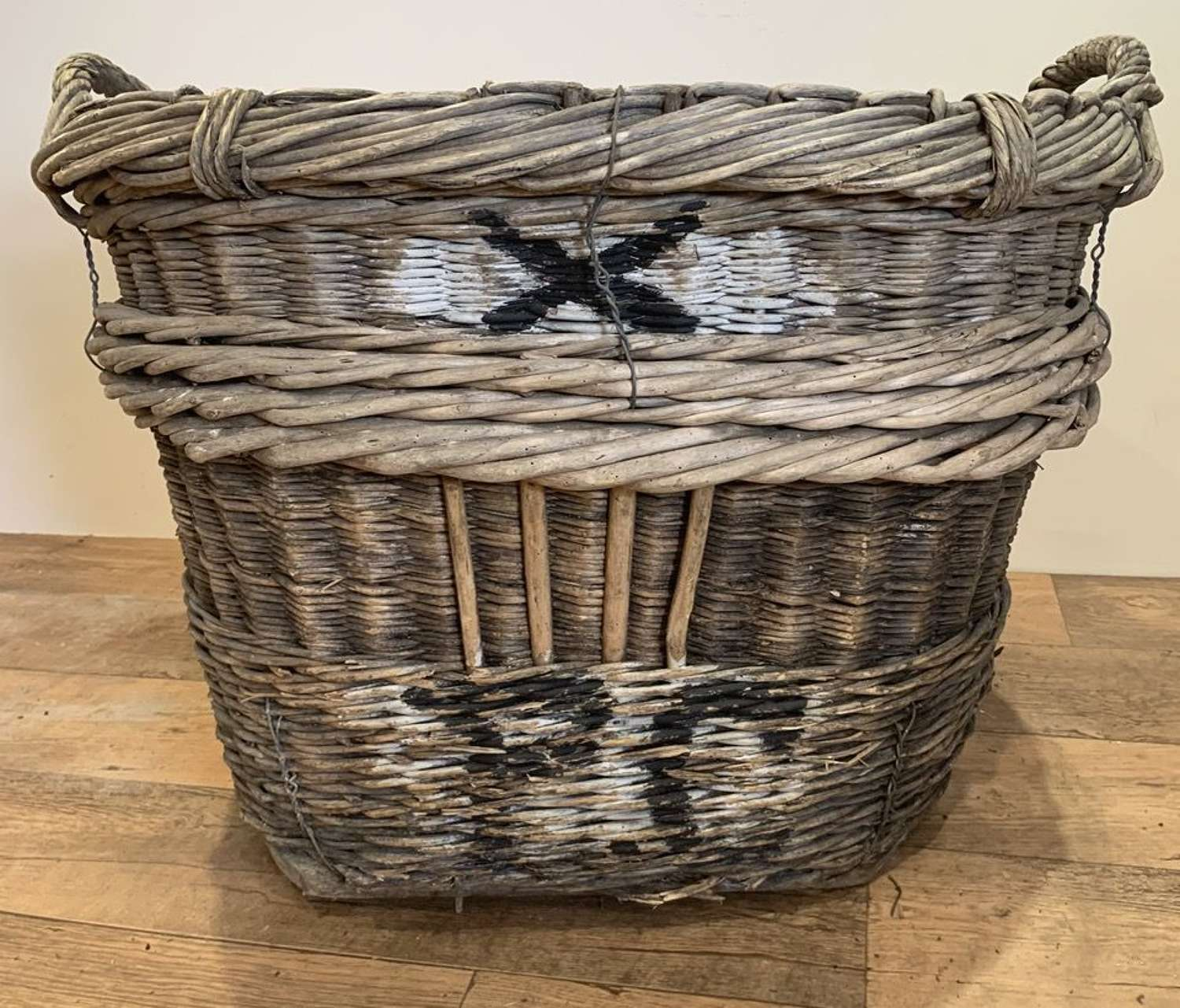 FRENCH GRAPE HARVESTING BASKET