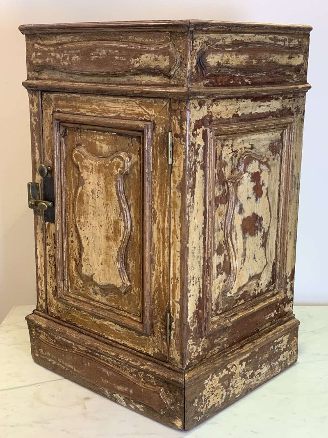 19TH CENTURY FRENCH POT CUPBOARD