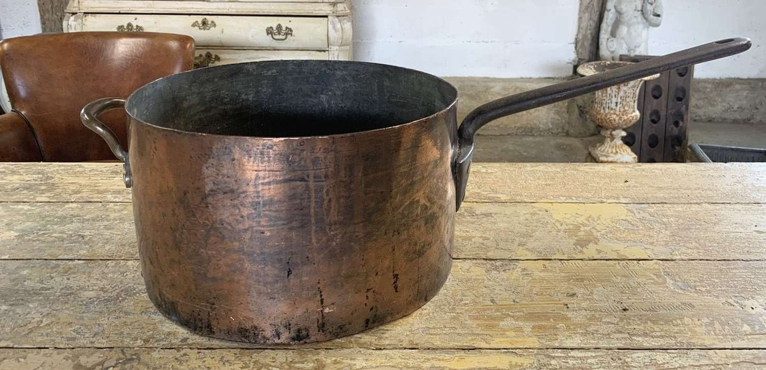 LARGE 19TH CENTURY FRENCH COPPER SAUCEPAN