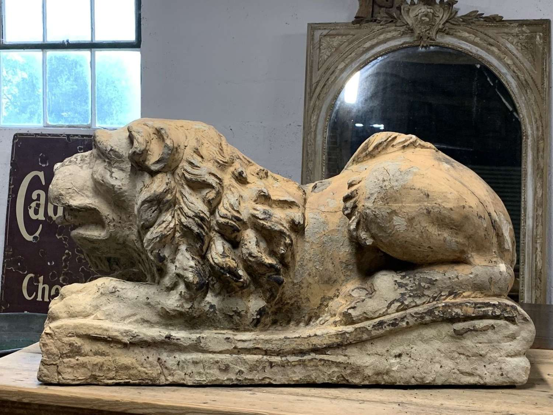 18TH CENTURY TERRACOTTA LION