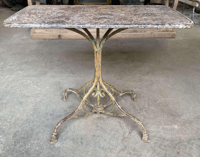 ARRAS GARDEN TABLE